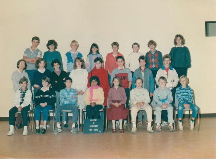 photo de classe 5e1 de 1985 coll ge l 39 oiseau blanc copains d 39 avant. Black Bedroom Furniture Sets. Home Design Ideas
