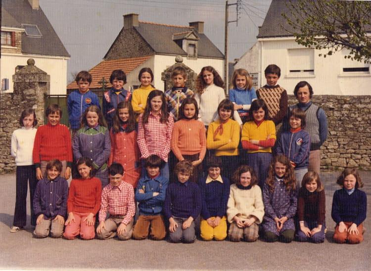 Photo De Classe Cm2 De 1975 Ecole Sainte Anne Plescop Copains D