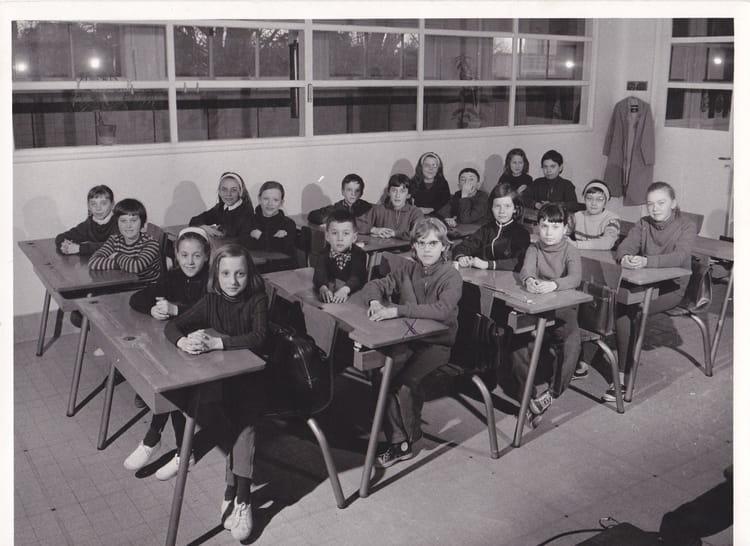 photo de classe cm1 de 1968 ecole marronniers meaux copains d 39 avant. Black Bedroom Furniture Sets. Home Design Ideas