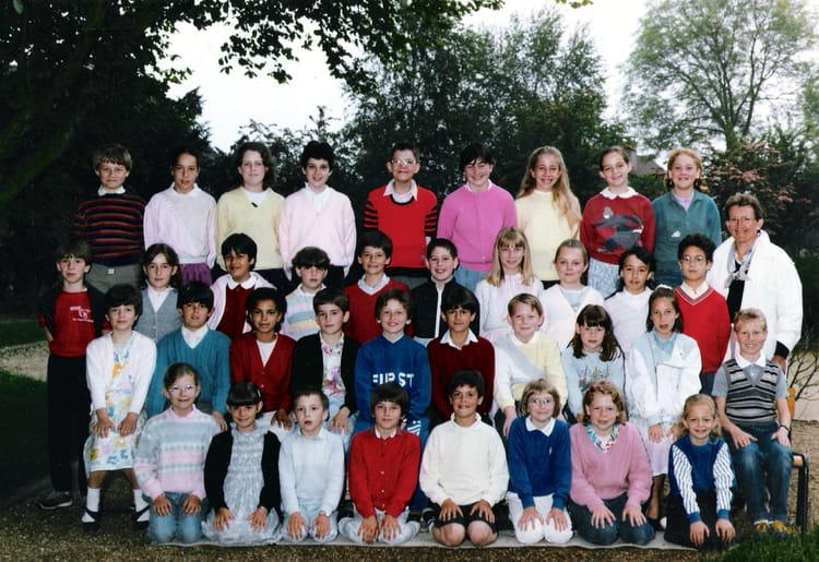Photo de classe Classe de CM2 de 1985, Ecole Sainte Therese D'avila (Bois Guillaume) Copains d  # Lycée Rey Bois Guillaume