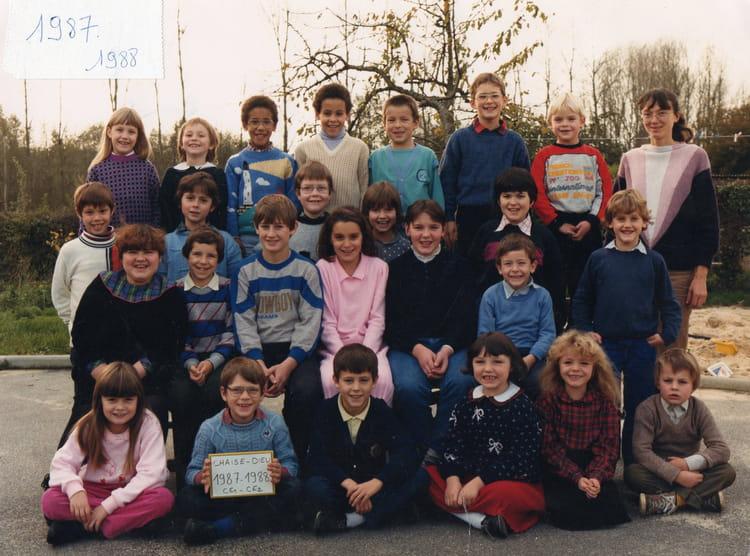 photo de classe ce1 ce2 1987 1988 de 1987 ecole primaire chaise dieu du theil copains d avant