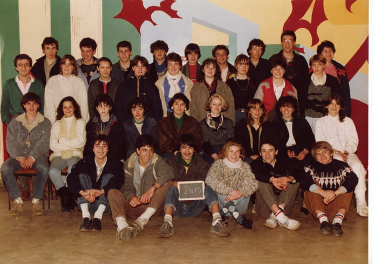 photo de classe 2n15 de 1985 lyc e louis thuillier copains d 39 avant. Black Bedroom Furniture Sets. Home Design Ideas