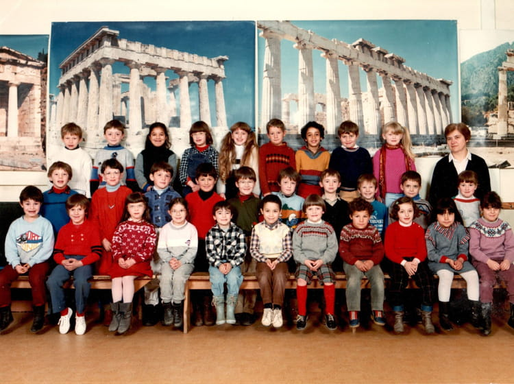 photo de classe cp de 1985 ecole sainte famille villefranche de rouergue copains d 39 avant. Black Bedroom Furniture Sets. Home Design Ideas