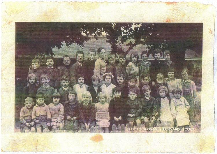 Photo de classe toutes classes de 1953 ecole bieret for Garage beaumont la ronce