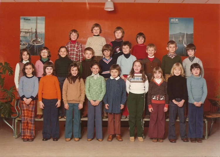 photo de classe ce 2 de 1979 ecole groupe scolaire jean mace gueret copains d 39 avant. Black Bedroom Furniture Sets. Home Design Ideas