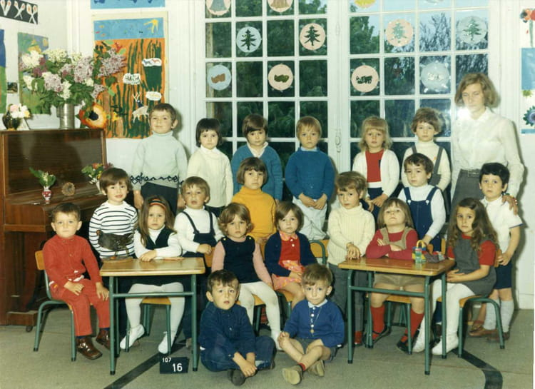 photo de classe cours suger vaucresson 1970 de 1970 ecole. Black Bedroom Furniture Sets. Home Design Ideas