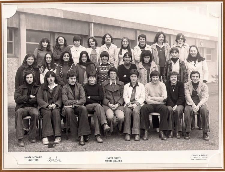 photo de classe 2nde de 1977 lyc e de vic en bigorre copains d 39 avant. Black Bedroom Furniture Sets. Home Design Ideas
