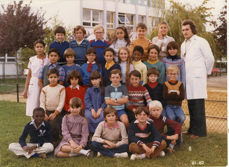 photo de classe ecole jean moulin de 1981 ecole jean moulin la chapelle saint luc copains d. Black Bedroom Furniture Sets. Home Design Ideas