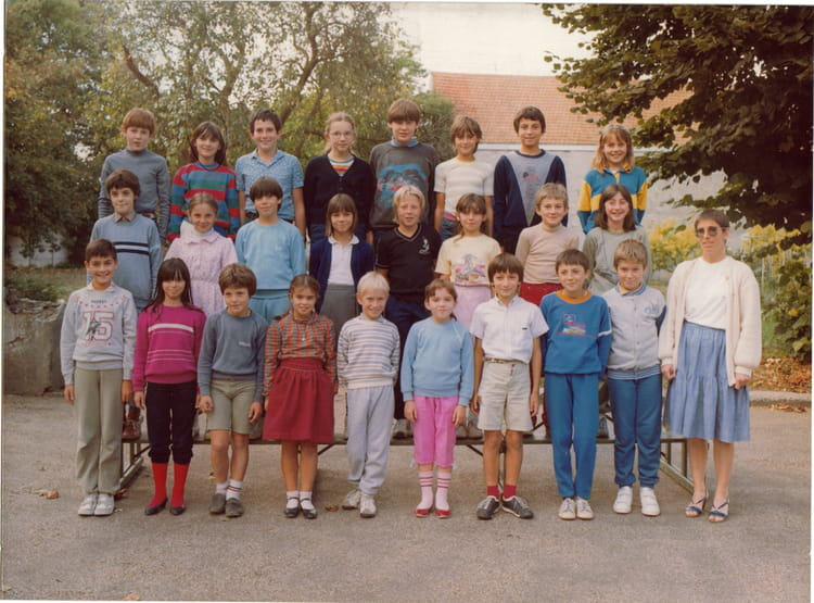 photo de classe cm 2 de 1983 ecole du general de gaulle. Black Bedroom Furniture Sets. Home Design Ideas