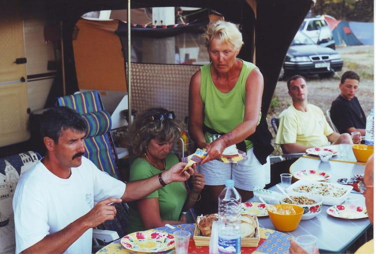 Photo de classe repas entre amis de 2002 camping gcu la for Idee repas entre copain