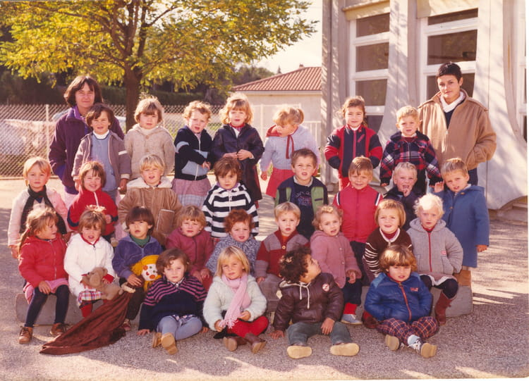 photo de classe petite section ecole maternelle du village de 1981 ecole etoile sur rhone. Black Bedroom Furniture Sets. Home Design Ideas