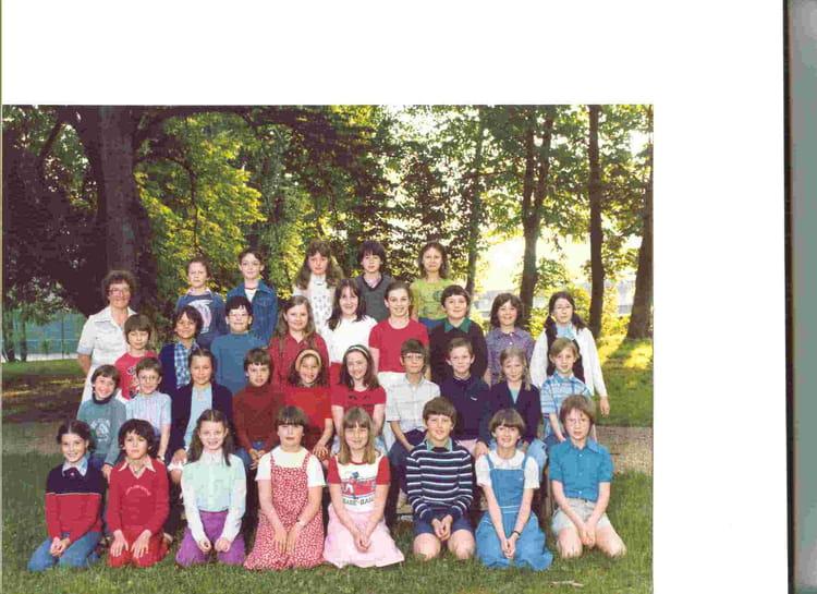 Photo de classe CM Mme HURTREL de 1987, Ecole Sainte Therese D'avila (Bois Guillaume) Copa # Lycée Rey Bois Guillaume