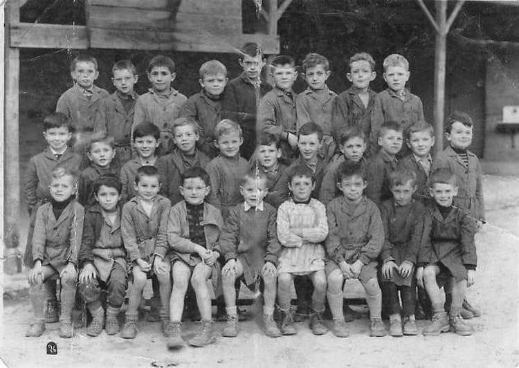 Photo de classe ecole primaire corentin ca r le calvaire 1956 1957 de 1956 ecole corentin caer - Mr bricolage morlaix ...