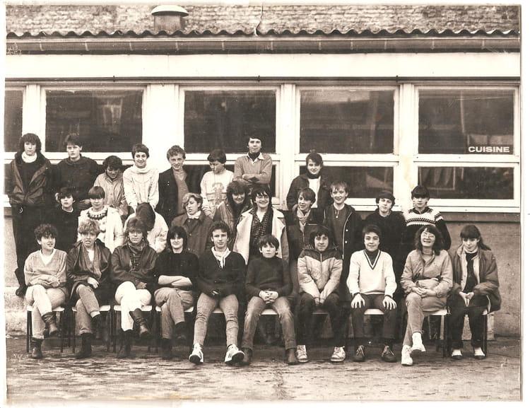 photo de classe 4eme employ de bureau de 1984 l e copains d 39 avant. Black Bedroom Furniture Sets. Home Design Ideas