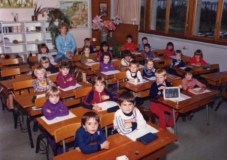 photo de classe primaire de 1981 ecole point du jour alencon copains d 39 avant. Black Bedroom Furniture Sets. Home Design Ideas