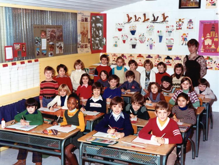 Photo de classe CE2 Institutrice Mme PROCUREUR de 1977, Ecole Marcel Cachin (Sainte Genevieve  # Auto Ecole Sainte Genevieve Des Bois