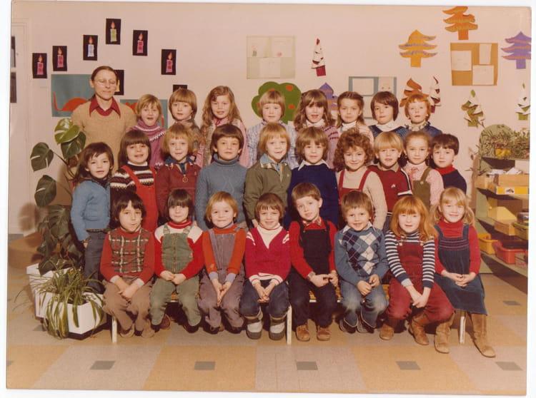 photo de classe derniere annee maternel de 1980 ecole amternelle de fleury sur orne copains d. Black Bedroom Furniture Sets. Home Design Ideas