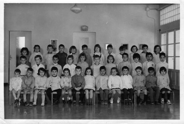 photo de classe cole maternelle de 1965 ecole abeille la ciotat copains d 39 avant. Black Bedroom Furniture Sets. Home Design Ideas