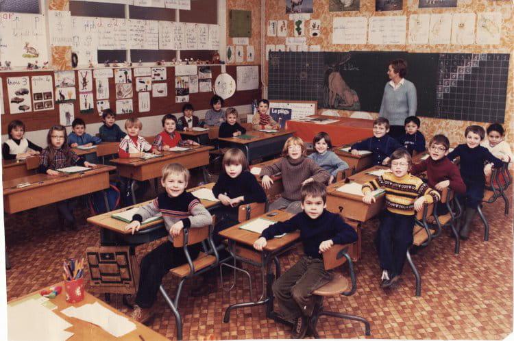 photo de classe marie curie de 1980 ecole marie curie. Black Bedroom Furniture Sets. Home Design Ideas