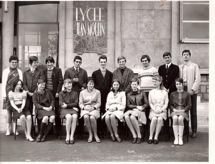 photo de classe classe de 1 ann e 67 68 forbach 57 de 1968 lyc e jean moulin copains d 39 avant. Black Bedroom Furniture Sets. Home Design Ideas