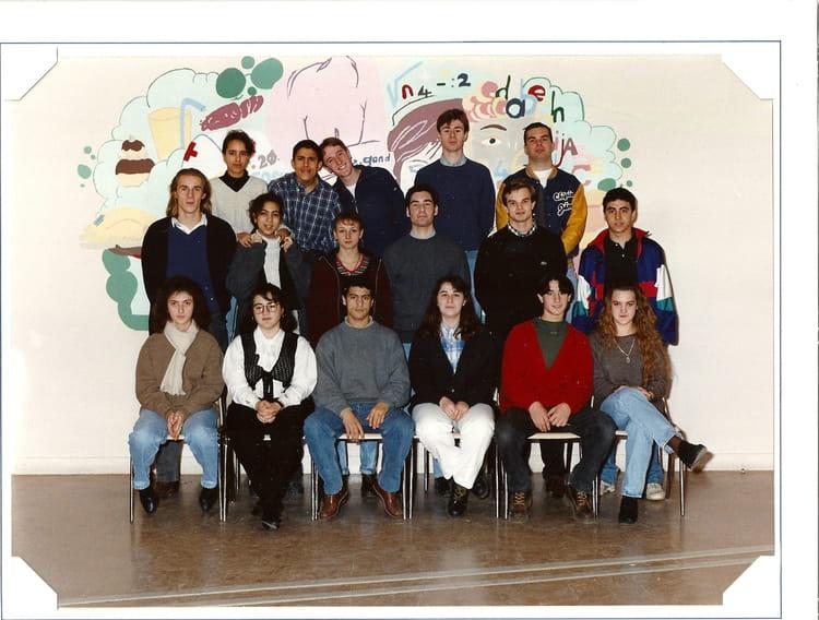 photo de classe terminal stt acc 5 de 1995 lyc e edouard gand copains d 39 avant. Black Bedroom Furniture Sets. Home Design Ideas
