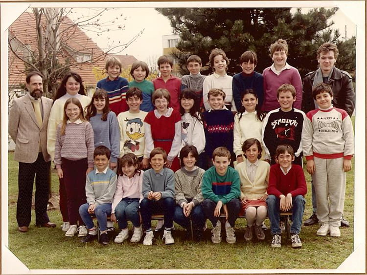 photo de classe cm2 de 1985 ecole du plateau du moulin copains d 39 avant. Black Bedroom Furniture Sets. Home Design Ideas