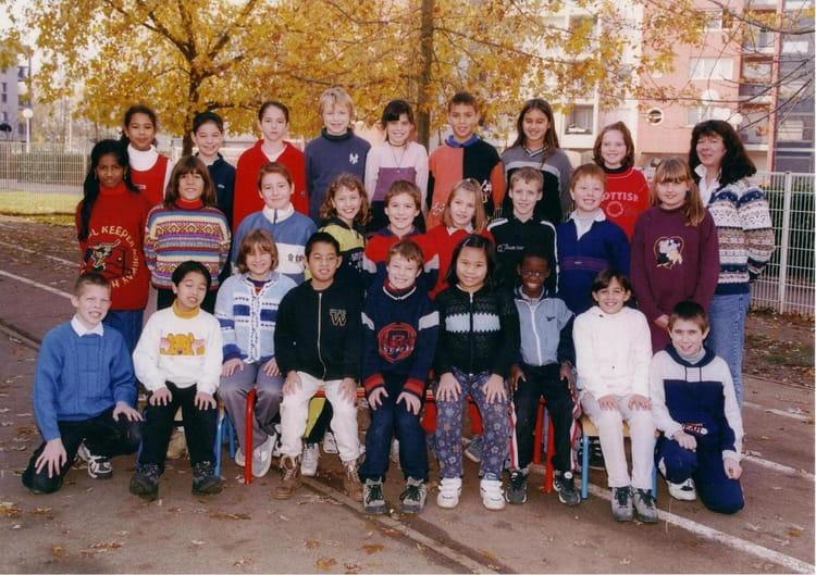 Photo de classe CM1 de 2000, ECOLE BOIS GUILLAUME Copains d'avant # Lycée Rey Bois Guillaume
