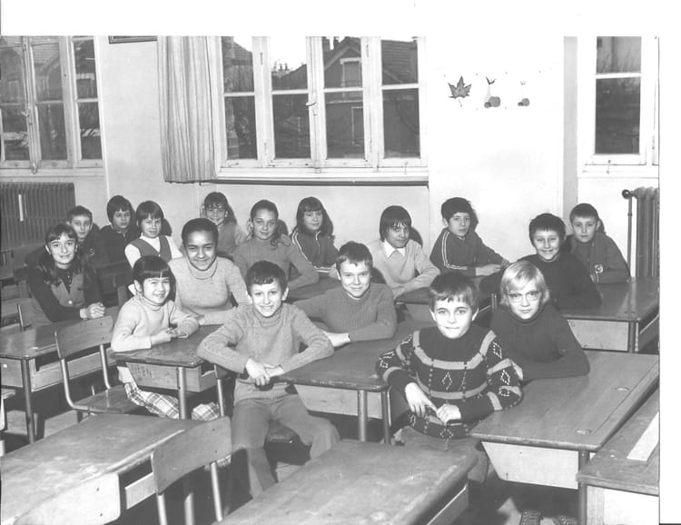 photo de classe brou sur chantereine de 1972 jean jaures copains d 39 avant. Black Bedroom Furniture Sets. Home Design Ideas