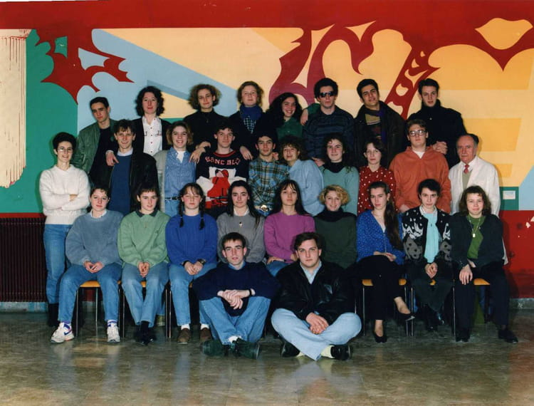 photo de classe td de 1993 lyc e louis thuillier copains d 39 avant. Black Bedroom Furniture Sets. Home Design Ideas