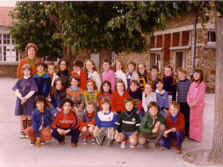 Photo de classe CE2 de 1978, Ecole Hippolyte Cocheris (Sainte Genevieve Des Bois) Copains d'avant # Auto Ecole Sainte Genevieve Des Bois