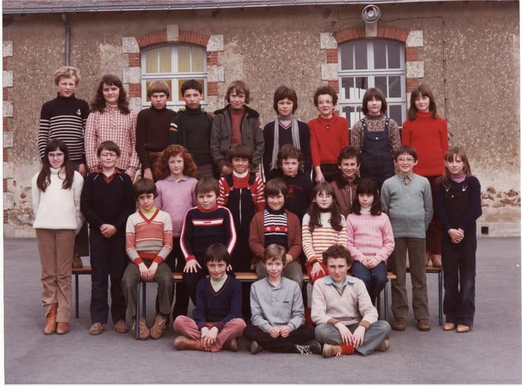 Photo de classe cm2 avec mr laucoin de 1980 ecole notre dame bourg ss la roche la roche sur - Mr bricolage la roche sur yon ...