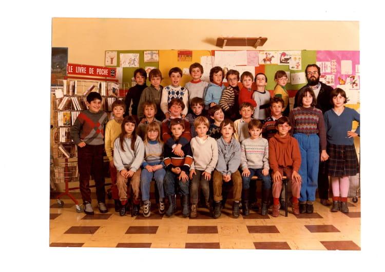 photo de classe ce2 de 1984 ecole ronceraie copains d 39 avant. Black Bedroom Furniture Sets. Home Design Ideas