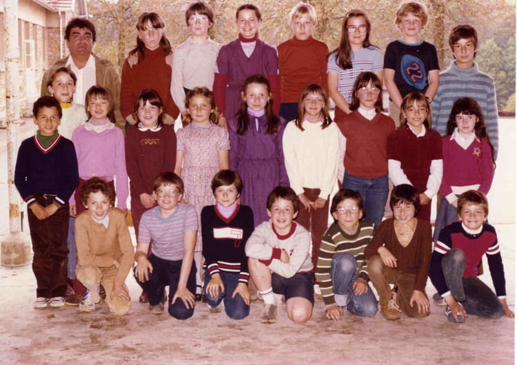 photo de classe cm1 de 1980 ecole champlat jouy sur morin copains d 39 avant. Black Bedroom Furniture Sets. Home Design Ideas