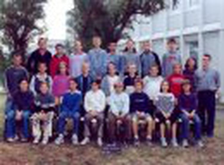 photo de classe 6eme de 2003 coll 232 ge porte d anjou copains d avant