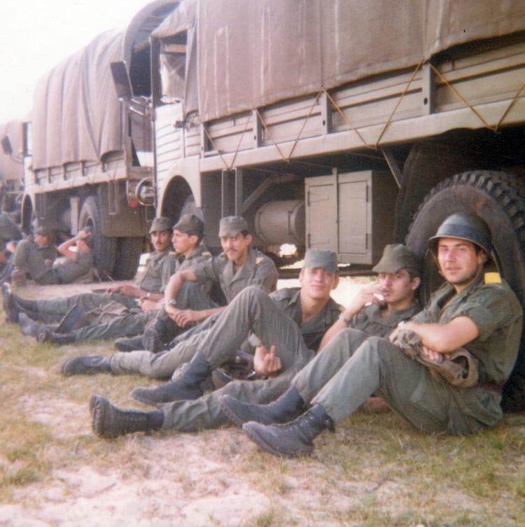 photo de classe une sortie de 1982 17i me r giment d 39 artillerie copains d 39 avant. Black Bedroom Furniture Sets. Home Design Ideas