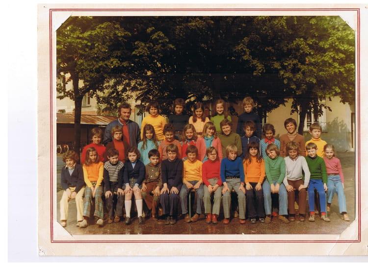 photo de classe cm1 de 1975 ecole jules lenormand saint jean de la ruelle copains d 39 avant. Black Bedroom Furniture Sets. Home Design Ideas