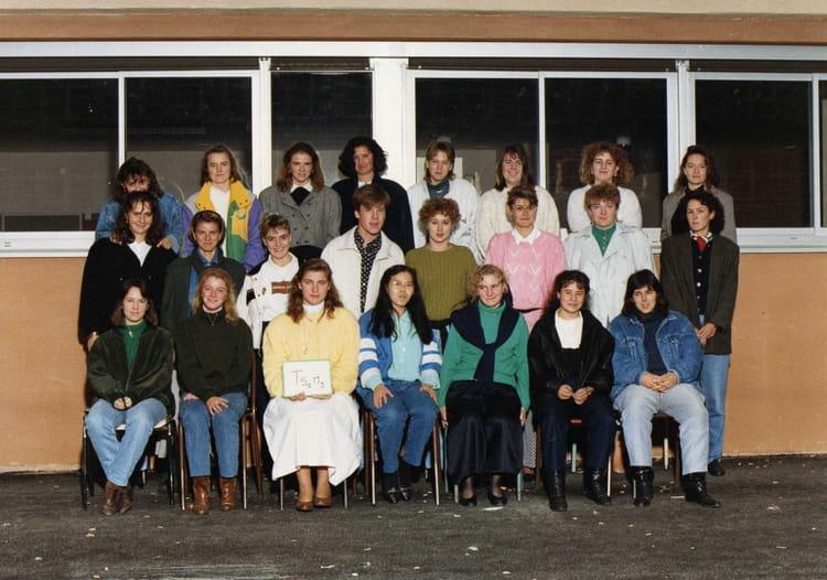 photo de classe ts1 de 1990 lyc e edouard gand copains d 39 avant. Black Bedroom Furniture Sets. Home Design Ideas
