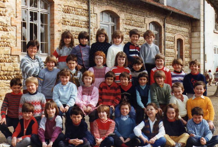 photo de classe cp de 1983 ecole primaire saint jean de bournay copains d 39 avant. Black Bedroom Furniture Sets. Home Design Ideas