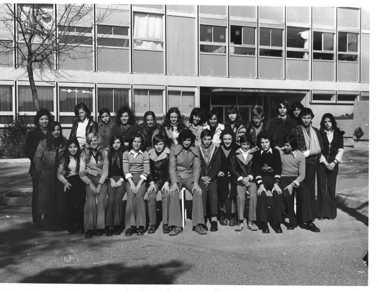 photo de classe 4 de 1972 college henri barnier copains d 39 avant. Black Bedroom Furniture Sets. Home Design Ideas
