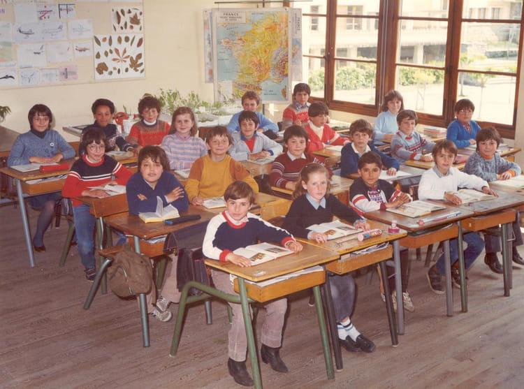 Photo de classe cole primaire du pradelet tarascon sur ari ge classe de cm1 de 1984 ecole - Office du tourisme de tarascon sur ariege ...