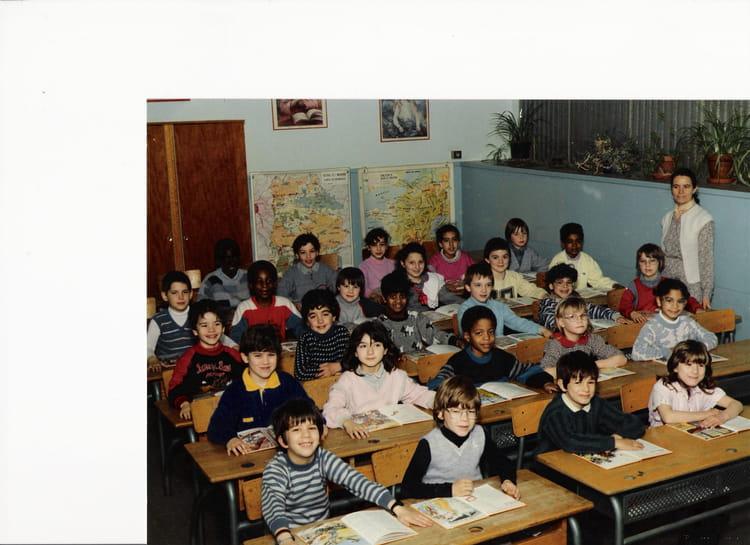 photo de classe classe de ce1 de 1987 ecole arcades fleuries copains d 39 avant. Black Bedroom Furniture Sets. Home Design Ideas