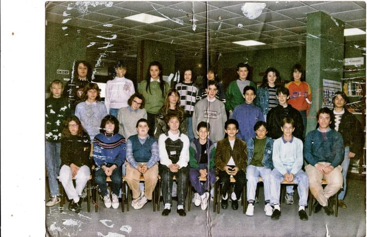 photo de classe 5eme de 1990 coll ge marie no l copains. Black Bedroom Furniture Sets. Home Design Ideas