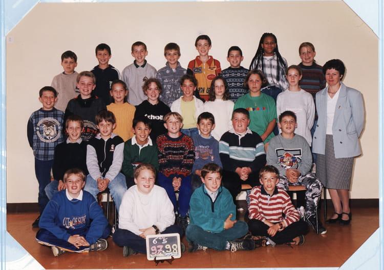 photo de classe 6 me5 de 1997 coll ge l 39 oiseau blanc copains d 39 avant. Black Bedroom Furniture Sets. Home Design Ideas