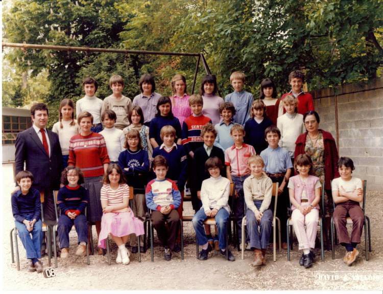 photo de classe cm2 de 1980 ecole sainte marie melun copains d 39 avant. Black Bedroom Furniture Sets. Home Design Ideas