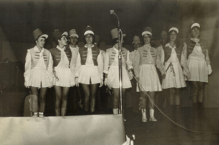 Photo de classe regardez les majorettes de 1967 chambre de m tiers dunord copains d 39 avant - Chambre des metiers du nord ...