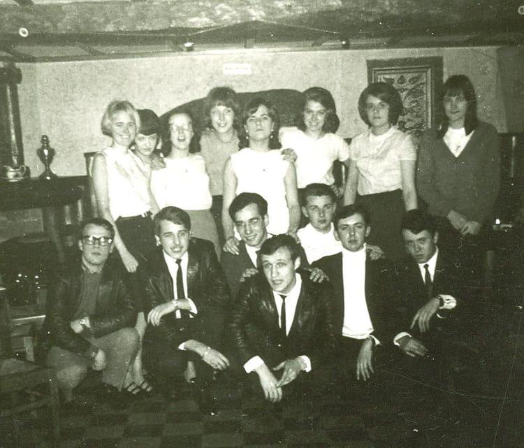 Photo de classe le samedi soir entre amis de 1967 cpam for Menu samedi soir entre amis