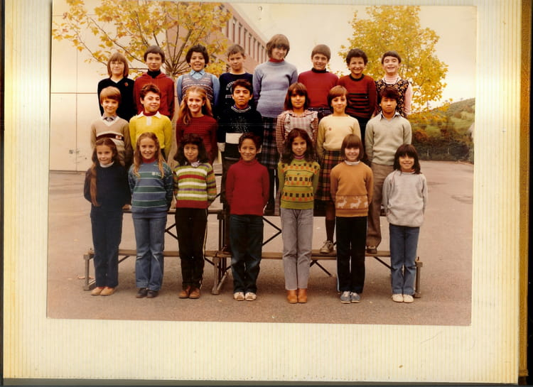 photo de classe cm2 de 1980 ecole pierre montet villefranche sur saone copains d 39 avant. Black Bedroom Furniture Sets. Home Design Ideas