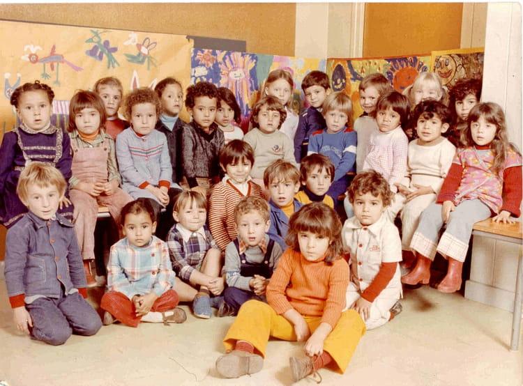 photo de classe maternelle de 1980 ecole fontaine au loup chalon sur saone copains d 39 avant. Black Bedroom Furniture Sets. Home Design Ideas