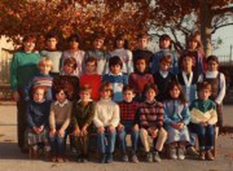 photo de classe une belle ann e de 1982 cole primaire jean jaures a chateauneuf les. Black Bedroom Furniture Sets. Home Design Ideas