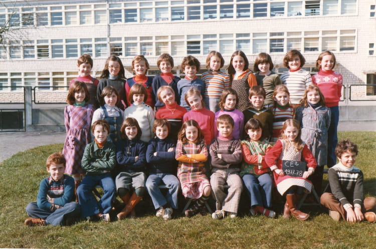 photo de classe joseph lair ce2 de 1977 ecole joseph lair saint jean d angely copains d 39 avant. Black Bedroom Furniture Sets. Home Design Ideas